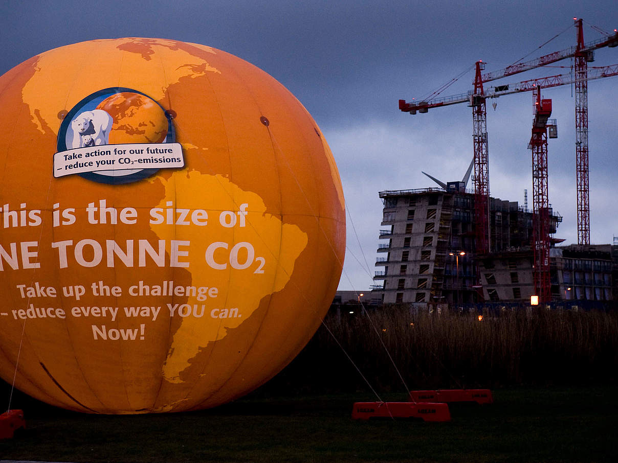 Eine Tonne CO2 / COP 15 © Richard Stonehouse / WWF